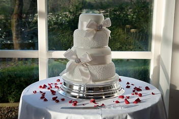 Andy's mum made the wedding cake.